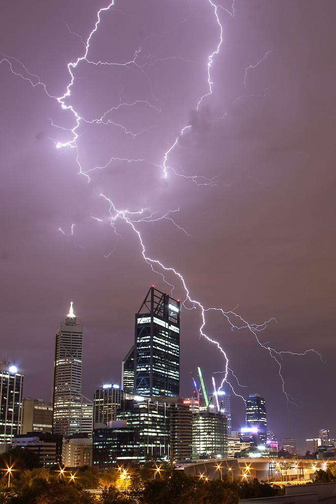 lightning-over-perth-024