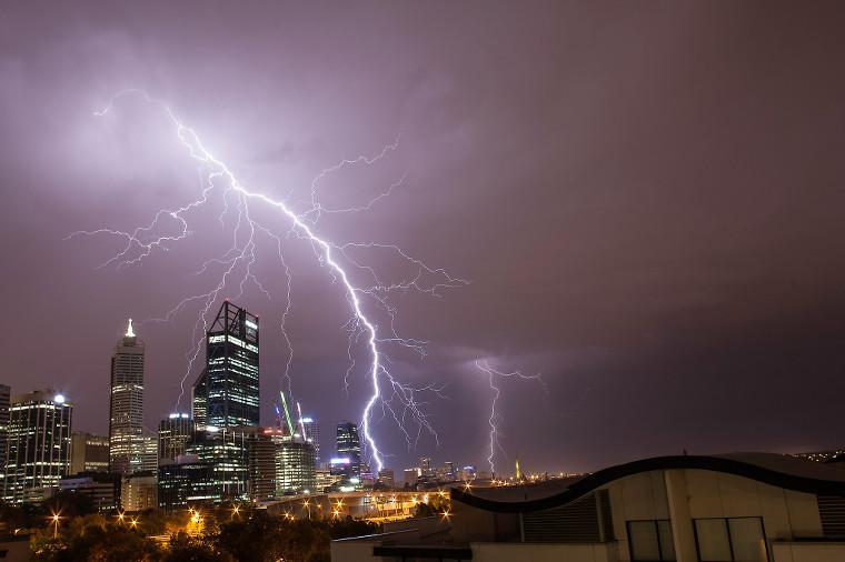 lightning-over-perth-028